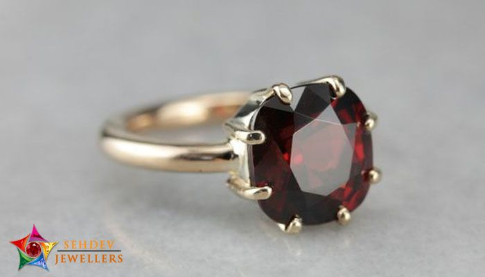How To Wear Hessonite Garnet?